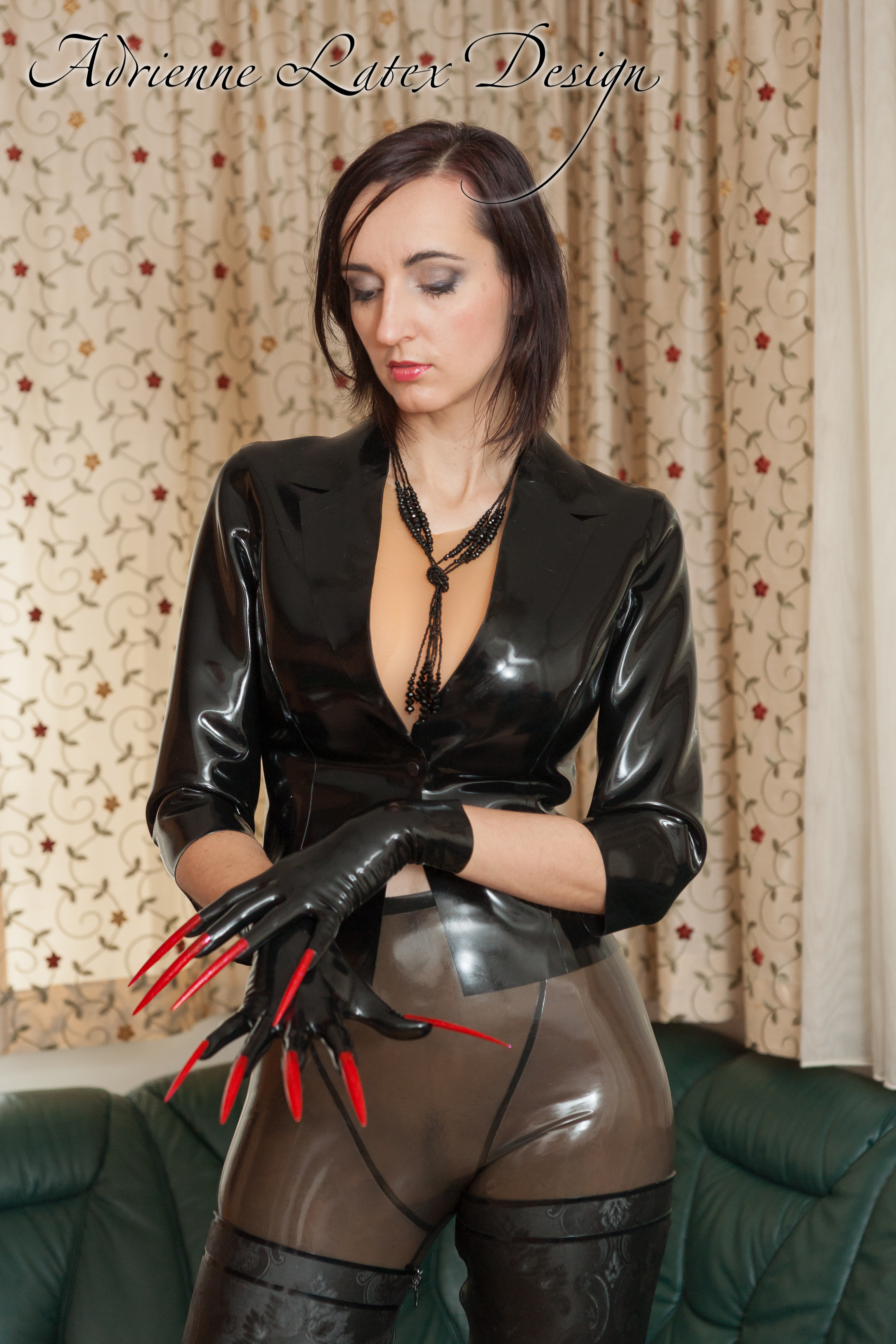 Short latex gloves with extreme nails