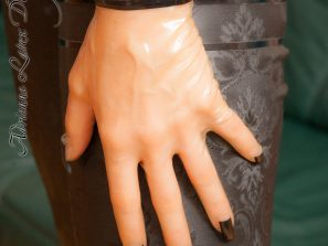 Short latex gloves with nails